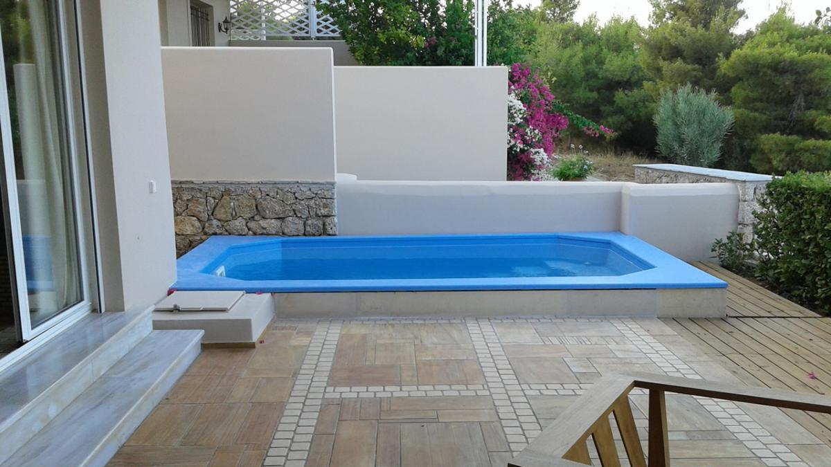Πισίνα πολυεστερική (fiberglass) διαστάσεων 4×2.20 μέτρων