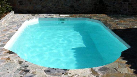 Πισίνα πολυεστερική (fiberglass) διαστάσεων 6.50×3.40 μέτρων