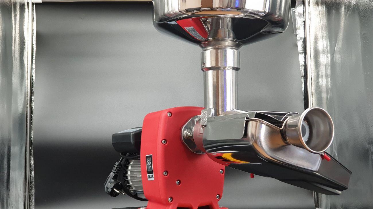 Μηχανή αλέσεως ντομάτας OMRA Ιταλίας ηλεκτρική(WATT 750) με ανοξείδωτο δοχείο και πλαστικό συλλέκτη παραγωγη 400kg/h