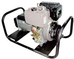 Ηλεκτρογεννήτρια πετρελαίου τριφασική 380V 7kva 10hp με σταθεροποιητή τάσης και μίζα